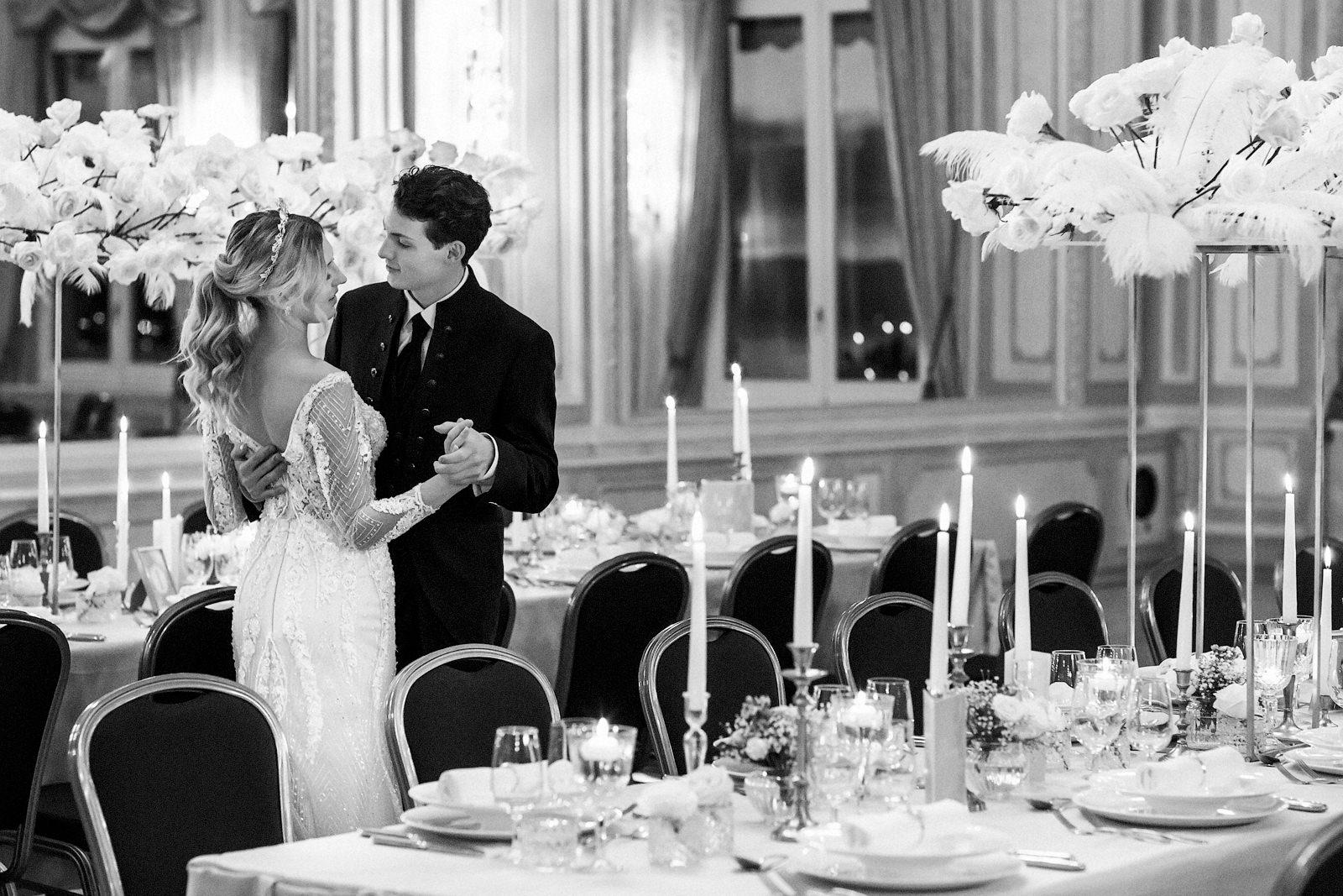 Foto vom Brautpaar während ihrer Hochzeit in Montreux in der Schweiz.
