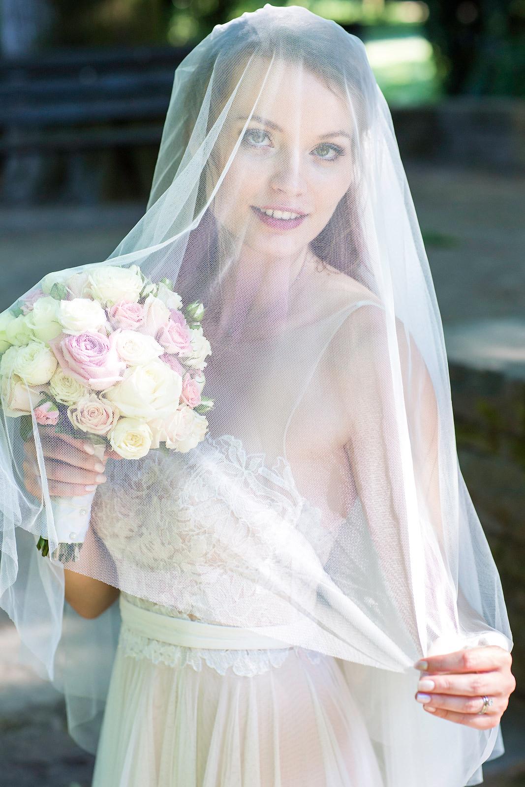 Brautportrait unter einem Schleier